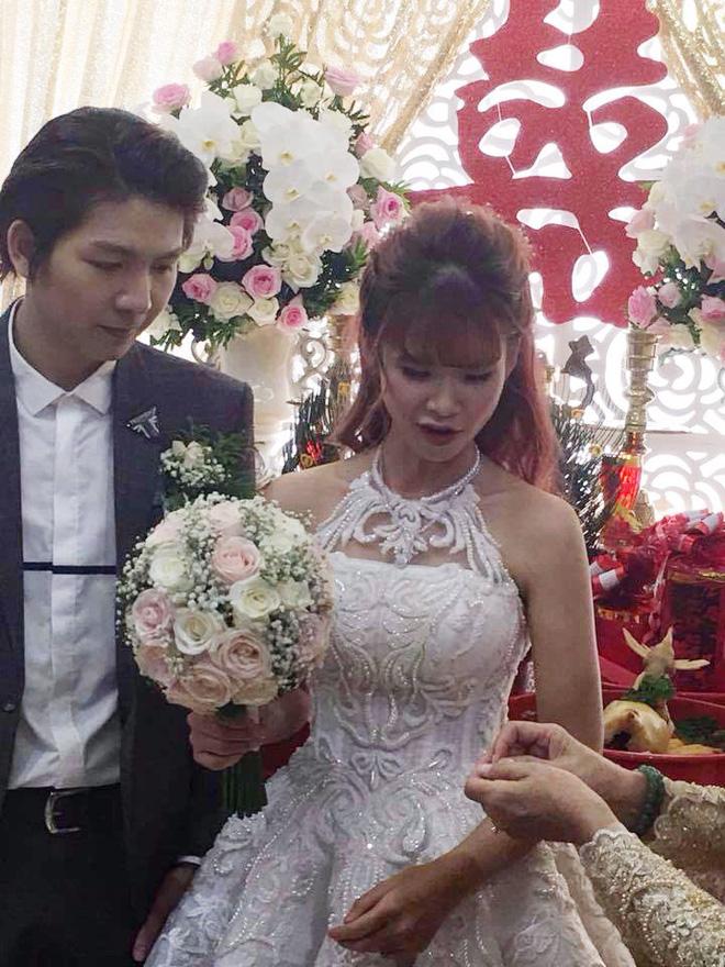 Đến cả rước dâu, Khởi My và Kelvin Khánh cũng phải cực độc và lầy lội