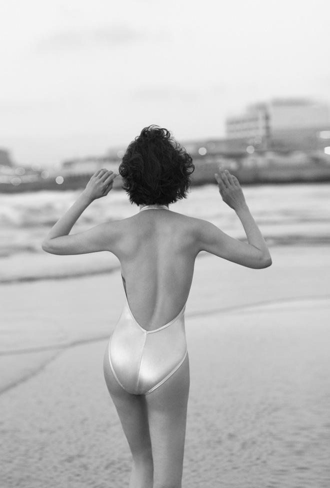 MC Thanh Mai vẫn nóng bỏng khi chụp bikini