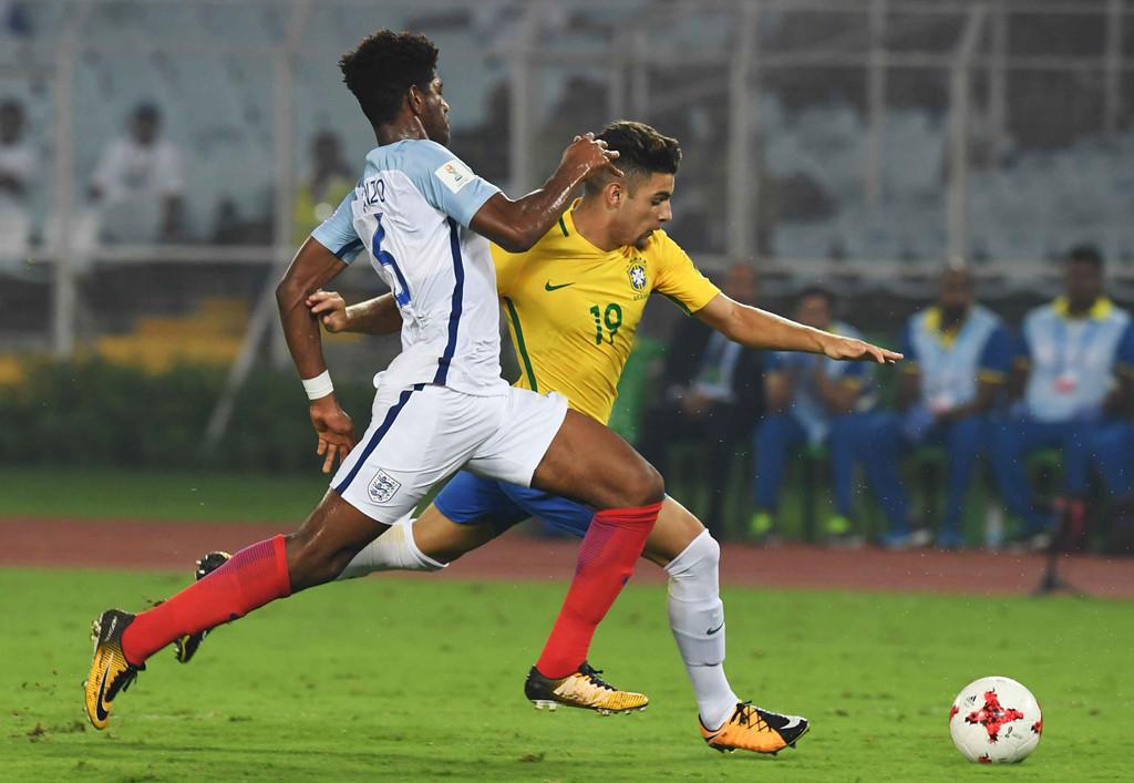 Sao trẻ Liverpool lập hat-trick, Anh hạ Brazil ở bán kết U17 World Cup