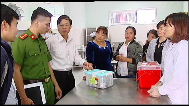 Vụ rau ở bếp ăn trường mầm non dương tính với thuốc bảo vệ thực vật: Do mưa mang chất độc hại đến?