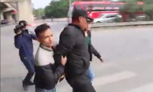 Cảnh sát hình sự cải trang bắt nhóm trấn lột trên cao tốc