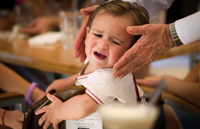 5 chiêu lạ đời có tác dụng làm dịu cơn tức giận, khóc lóc của trẻ chỉ trong vài giây