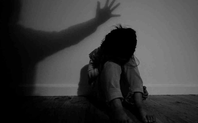 Bảo vệ trường mầm non hiếp dâm bé gái 4 tuổi đến ngất xỉu