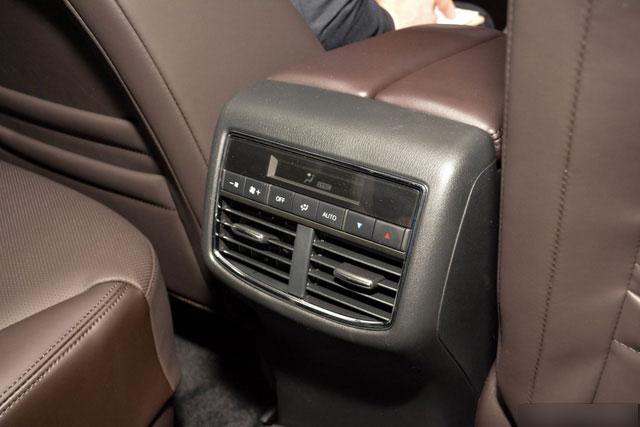 Mục sở thị vẻ đẹp ngoài đời thực của crossover 3 hàng ghế Mazda CX-8 mới