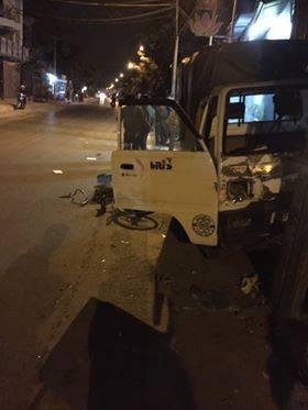 Hà Nội: Đi xe đạp dàn hàng ngang trên đường, 6 em học sinh bị ô tô tải đâm