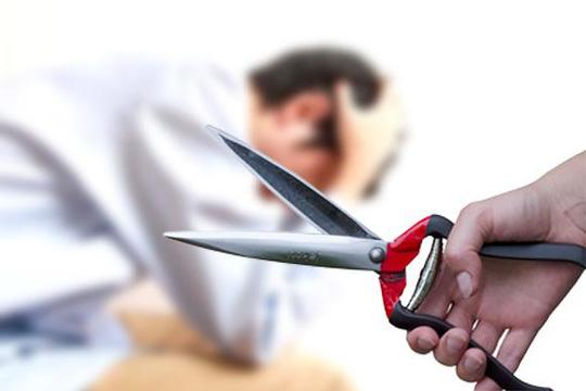 Ghen tuông, vợ dùng dao cắt của quý của chồng trong đêm