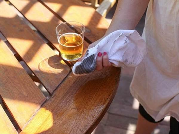 Chị em tha hồ dọn dẹp nhà cửa sạch bất ngờ chỉ nhờ lon bia uống dở của chồng