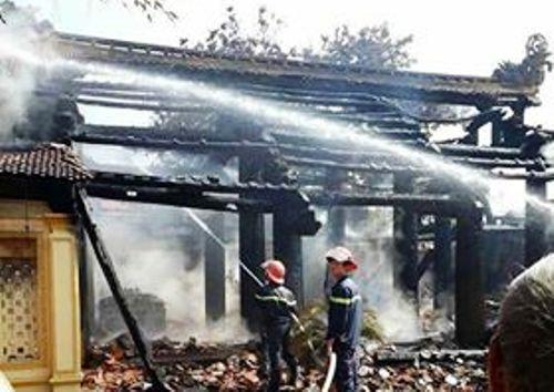Đình cổ hơn 300 năm ở Thái Bình cháy rụi