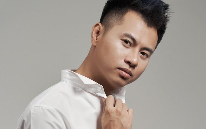 Nhạc sĩ mà Miu Lê google chỉ ra đàn piano là ai?