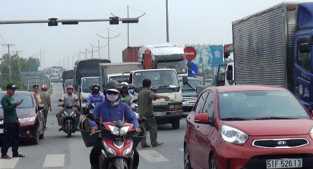 Ô tô va chạm liên hoàn, cao tốc Trung Lương ùn ứ nhiều giờ