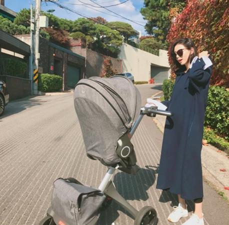 Vợ Bae Yong Joon bị chỉ trích vì đưa nhiều người nhà vào phòng chăm sóc sau sinh
