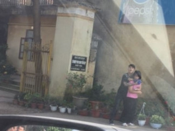 Giây phút kinh hoàng chứng kiến kẻ khống chế cô gái trẻ tại Thường Tín