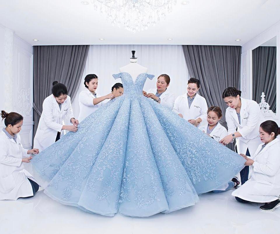 Những chiếc váy biến các Hoa hậu trở thành nữ hoàng thực thụ