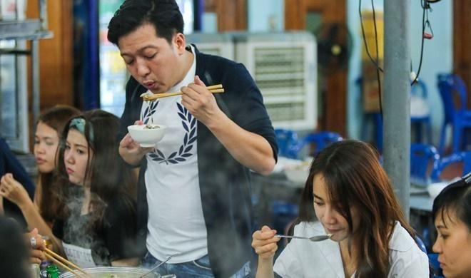 Nhã Phương hạnh phúc nhất showbiz, đi ăn ở đâu Trường Giang chăm đến đó