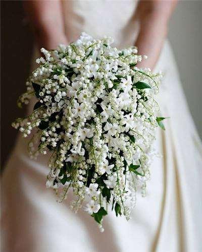 Bất ngờ với giá của bó hoa cưới trông rất đơn giản trên tay Song Hye Kyo