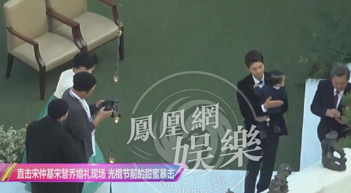 Cặp đôi Song - Song chính thức xuất hiện trong trang phục cô dâu chú rể