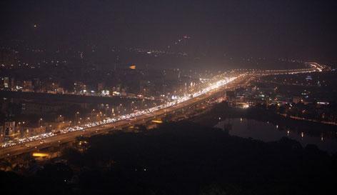 Cửa ngõ Hà Nội, TP.HCM ùn tắc xe người dân nghỉ lễ trở về