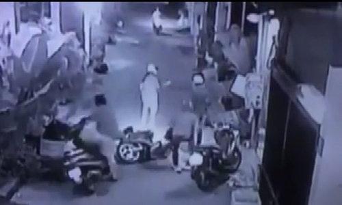 Camera ghi hình đôi nam nữ ở TP HCM bị cướp tấn công