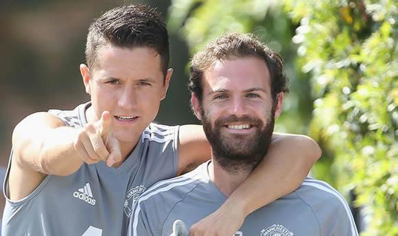 Messi yêu cầu Barca mua 3 cầu thủ MU thay thế Coutinho