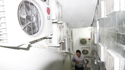 Phạt Mường Thanh 800 ngàn đồng vì để cục nóng lạnh trên cầu thang