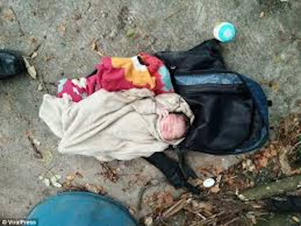Bé gái sơ sinh chưa cắt rốn bị bỏ rơi trong túi du lịch