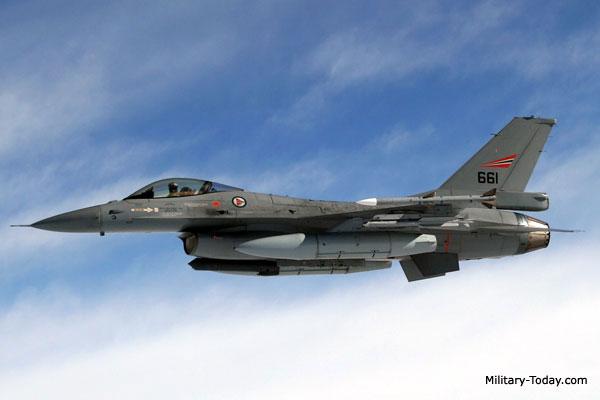 Cá mập hổ: Tiêm kích từng suýt thay thế huyền thoại F-16