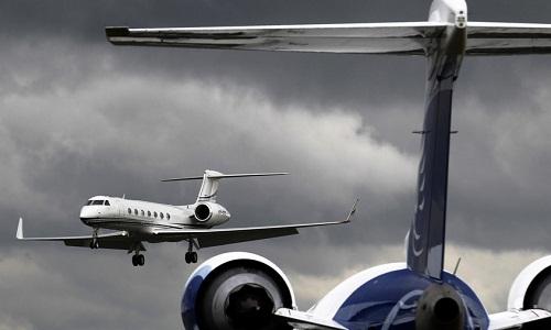 Cửa máy bay rơi trúng người, phi công thiệt mạng