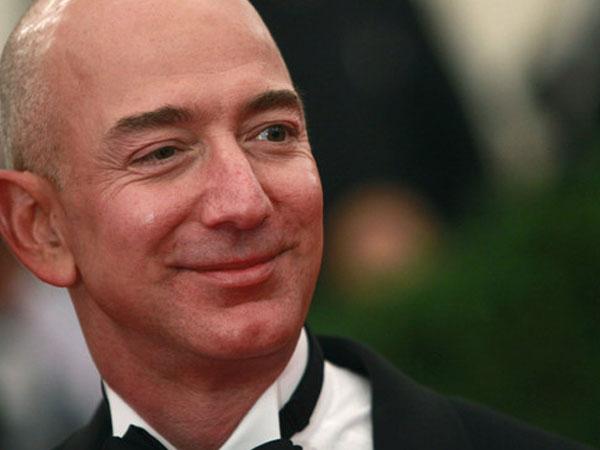 Jeff Bezos lên bục người giàu nhất mọi thời đại