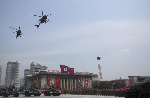 Ai bán trực thăng Mỹ cho Triều Tiên?