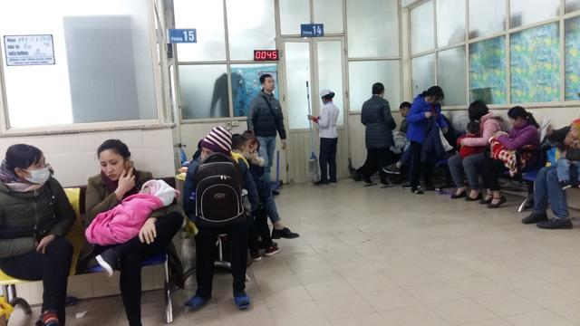 Hà Nội rét đậm kéo dài, nhiều trẻ bị liệt mặt, méo mồm, tiêu chảy nhập viện