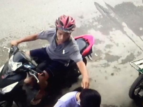 Lao xe hạ gục tên cướp giật dây chuyền trên đường phố Sài Gòn