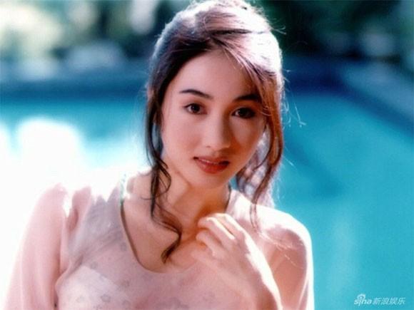 Đệ nhất mỹ nhân TVB Lê Tư bị nghi ngờ thẩm mỹ vì lộ ảnh mặt sưng vù, cứng đơ