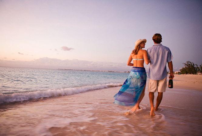 Kỷ niệm ngày cưới, chồng hớn hở đi du lịch cùng ... bồ nhí