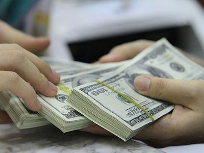 Giả chữ ký khách hàng chiếm đoạt 10.000 USD