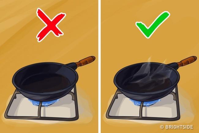 11 mẹo đơn giản mà hay khiến chị em nhanh tay hơn khi vào bếp