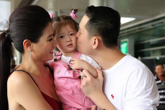 Trang Trần xác nhận lên xe hoa cùng ông xã Việt kiều sau 2 năm sinh con