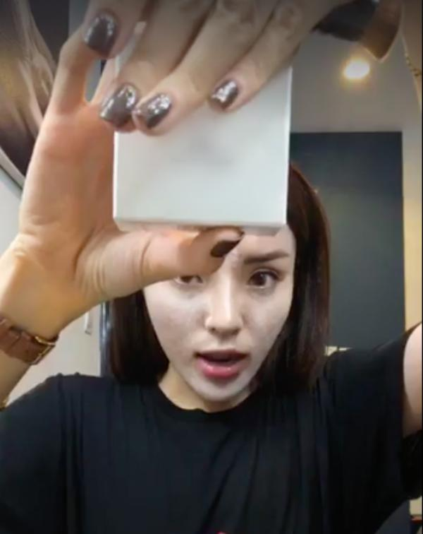 Hoa hậu Kỳ Duyên bị nghi livestream quảng cáo hàng rởm, gặp ngay Trang Trần bắt bài
