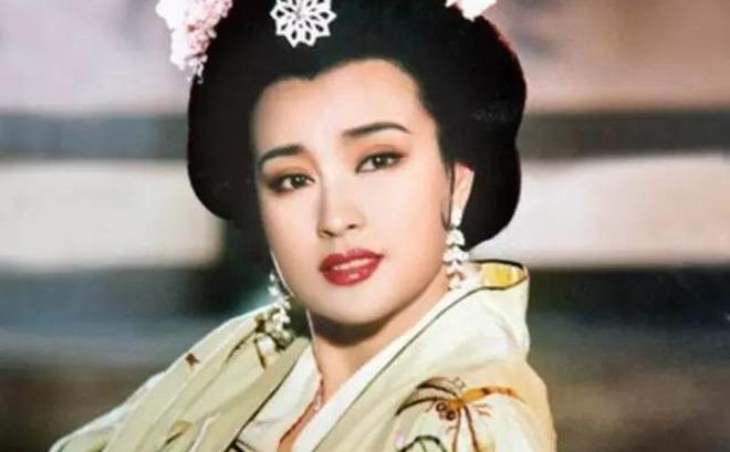 Nhìn gần không ai nghĩ người phụ nữ trước mặt chính là Võ Tắc Thiên Lưu Hiểu Khánh