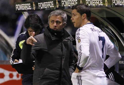 Mourinho bật đèn xanh cho Ronaldo trở lại Man Utd