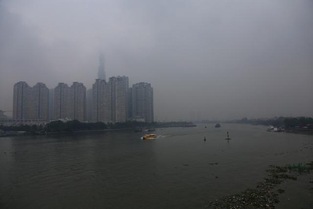 Mù bao phủ, ô nhiễm tại Sài Gòn tăng