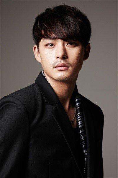 10 năm sự nghiệp mờ nhạt của em trai Ha Ji Won trước khi tự tử