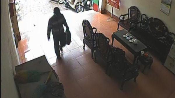 Làm rõ quả bom kẻ mang vào ngân hàng cướp hơn 1 tỷ đồng