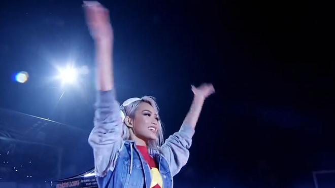 DJ King Lady trình diễn sôi động mở đầu gala mừng công U23 Việt Nam