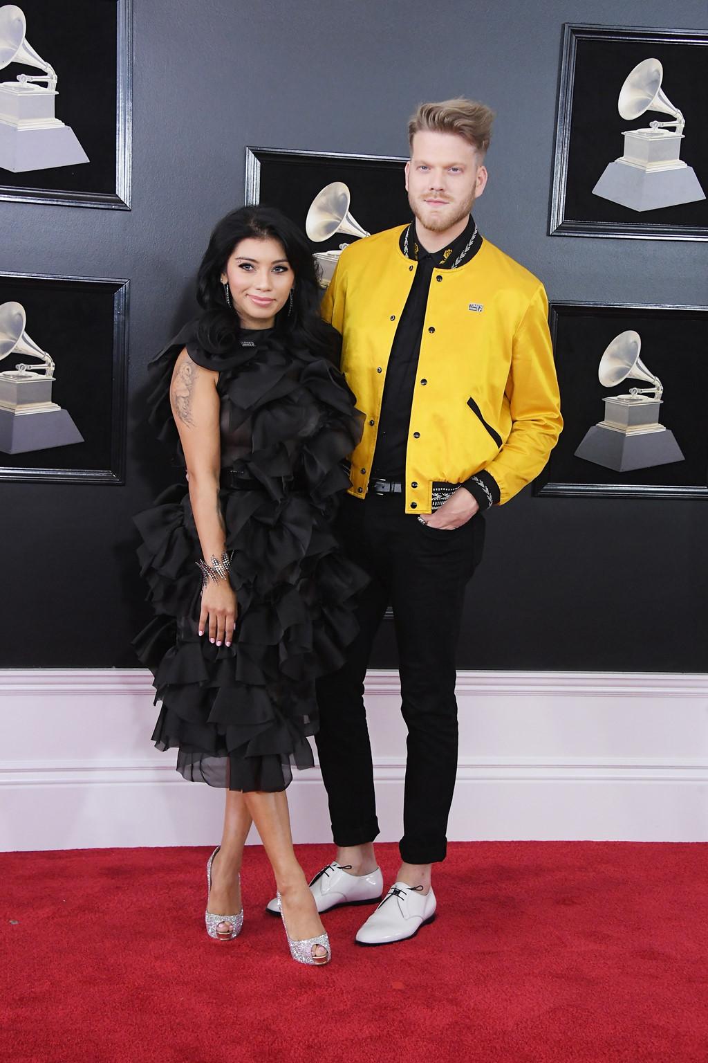 Pink, Hailee Steinfled diện trang phục thảm họa trên thảm đỏ Grammy