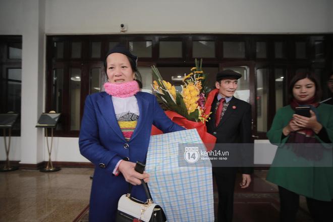 Anh em Tiến Dũng và trung vệ Lê Văn Đại về với gia đình sau lễ diễu hành, gửi lời cảm ơn đến người dân Thanh Hóa