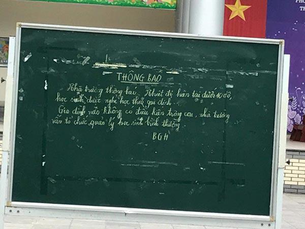 Hà Nội rét 9.9 độ, nhiều phụ huynh việt vị đưa con đến trường mới biết được nghỉ học