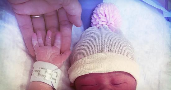 Ca sĩ Đình Bảo AC&M và vợ đón con gái đầu lòng tại Mỹ