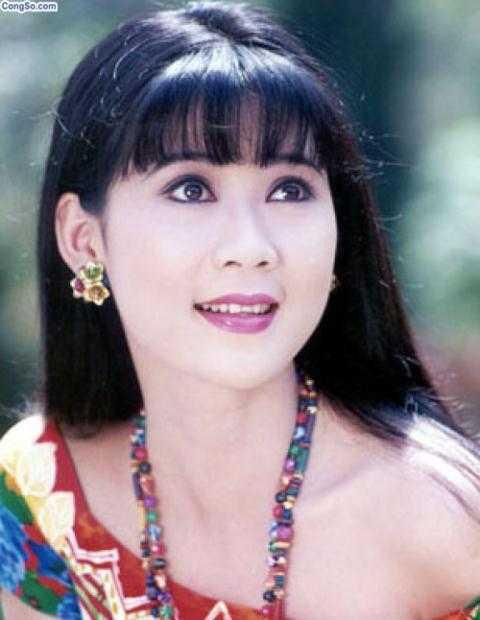 Người đẹp Tây Đô Việt Trinh khoe ảnh chụp cùng với Diễm Hương gần 30 năm về trước