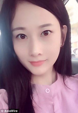 Cô gái Trung Quốc nổi như cồn nhờ tài hoá trang y như thật