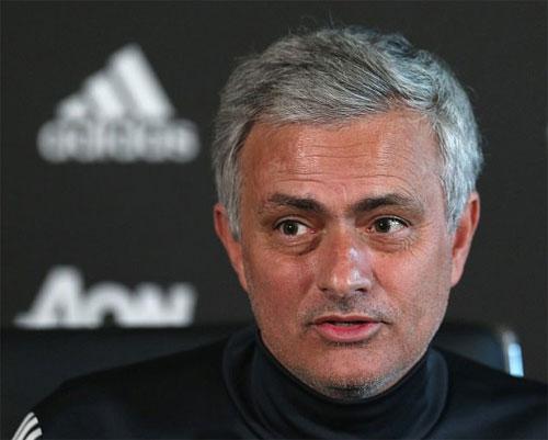 Mourinho thừa nhận thất bại trong cuộc đua với Man City